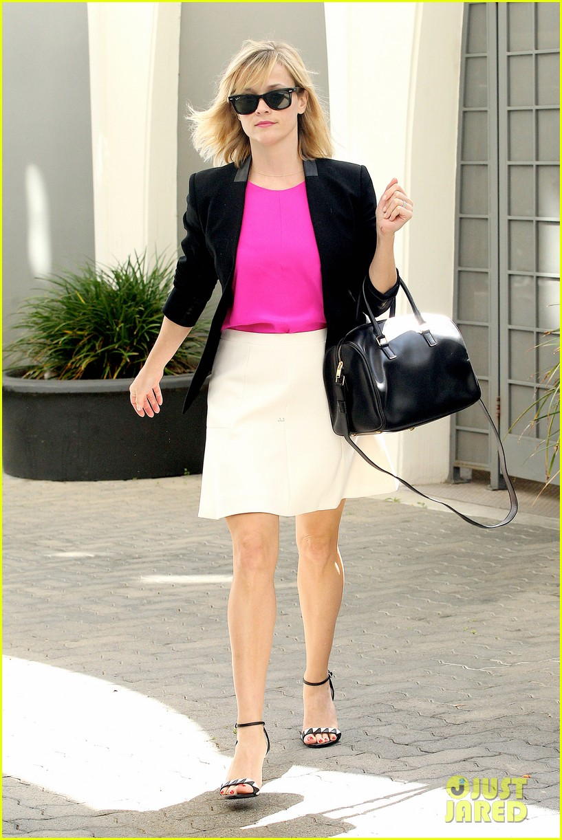 reese witherspoon jokes she owes lena dunham jimmy fallon residuals for shoutout 013074850