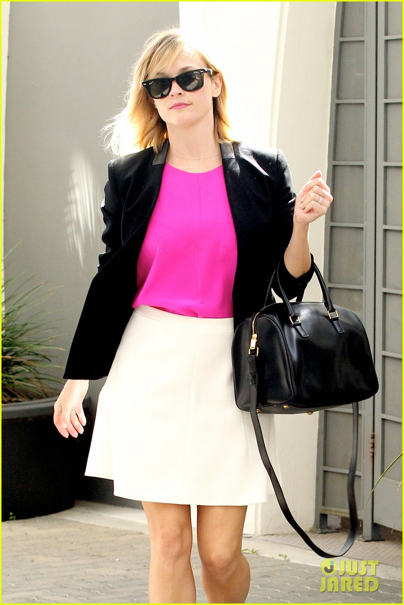reese witherspoon jokes she owes lena dunham jimmy fallon residuals for shoutout 043074853