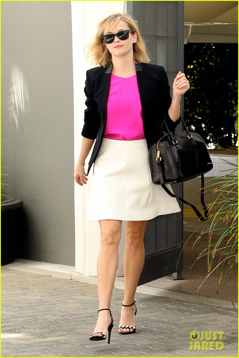 reese witherspoon jokes she owes lena dunham jimmy fallon residuals for shoutout 083074857