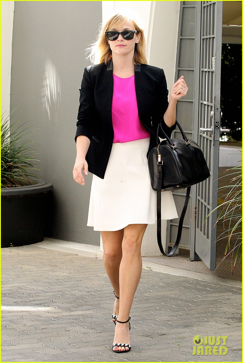 reese witherspoon jokes she owes lena dunham jimmy fallon residuals for shoutout 093074858