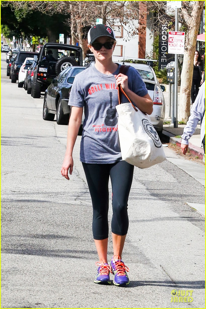 reese witherspoon breaks a sweat with parking ticket 013068353