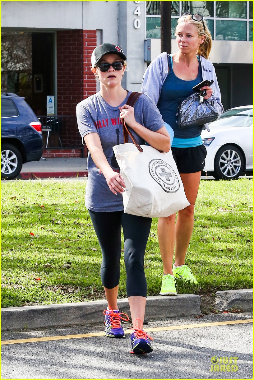 reese witherspoon breaks a sweat with parking ticket 043068356