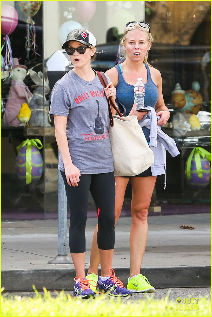 reese witherspoon breaks a sweat with parking ticket 053068357