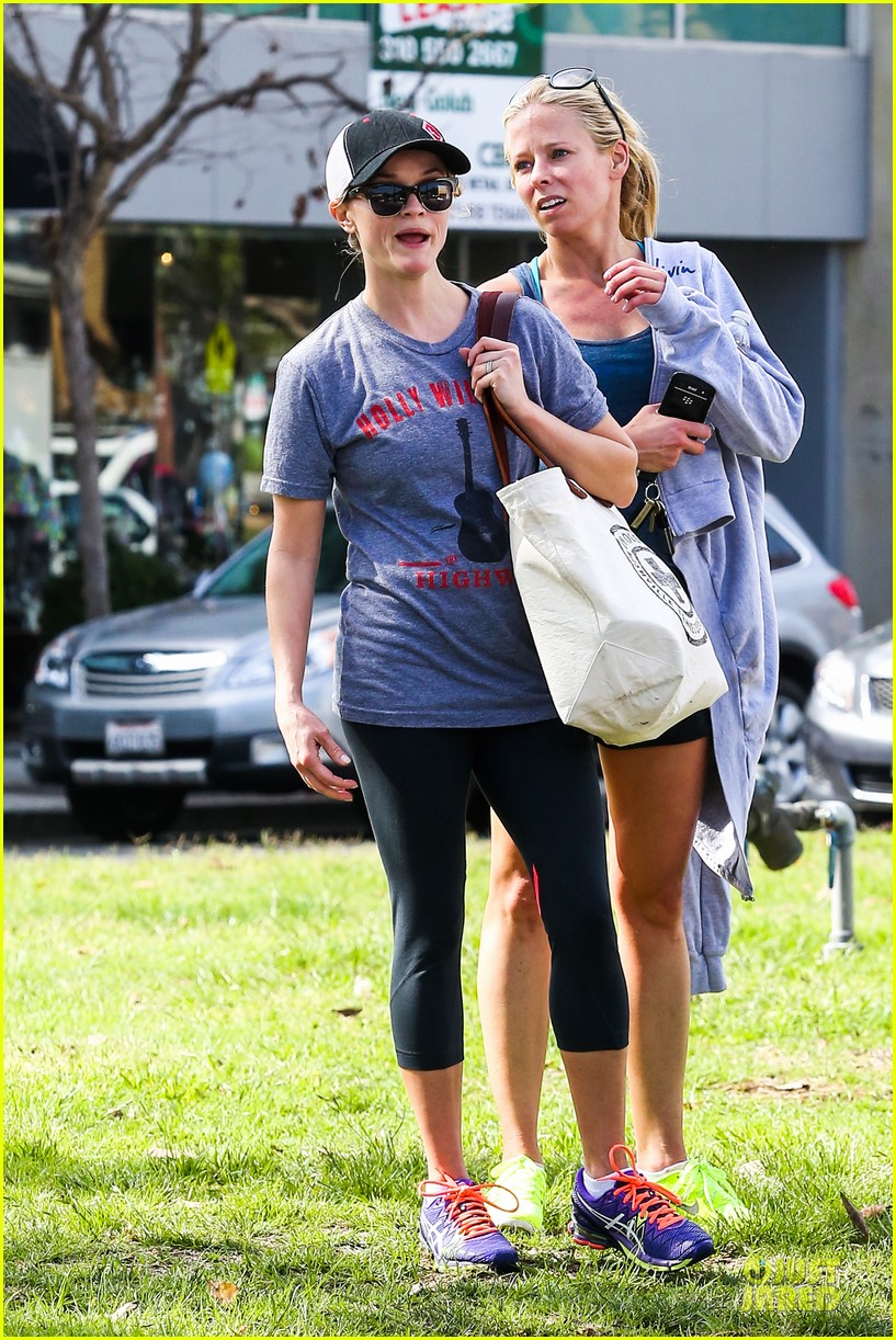 reese witherspoon breaks a sweat with parking ticket 063068358