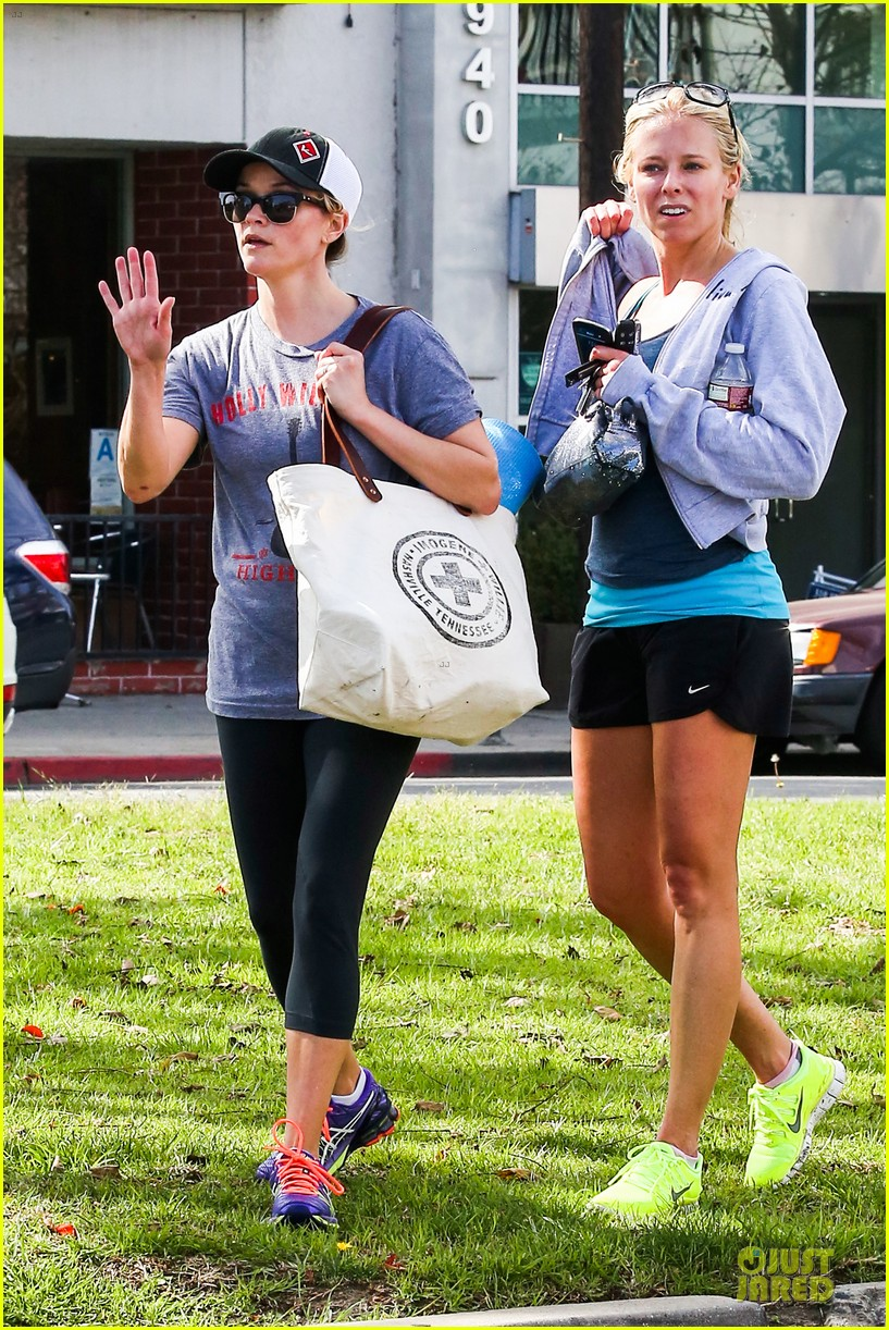 reese witherspoon breaks a sweat with parking ticket 093068361