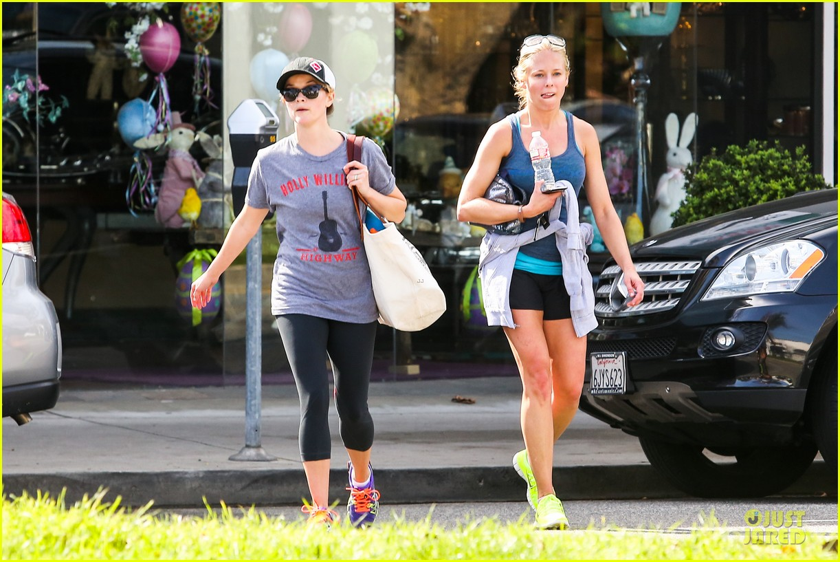 reese witherspoon breaks a sweat with parking ticket 113068363