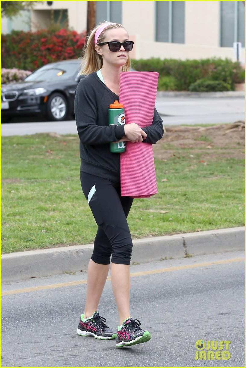 reese witherspoon naomi watts yoga partners 073079137