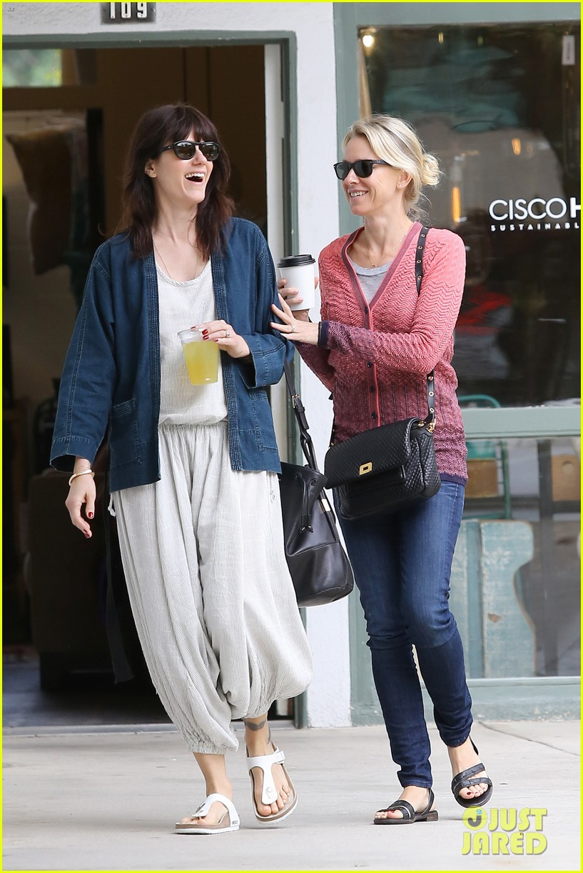reese witherspoon naomi watts yoga partners 113079141