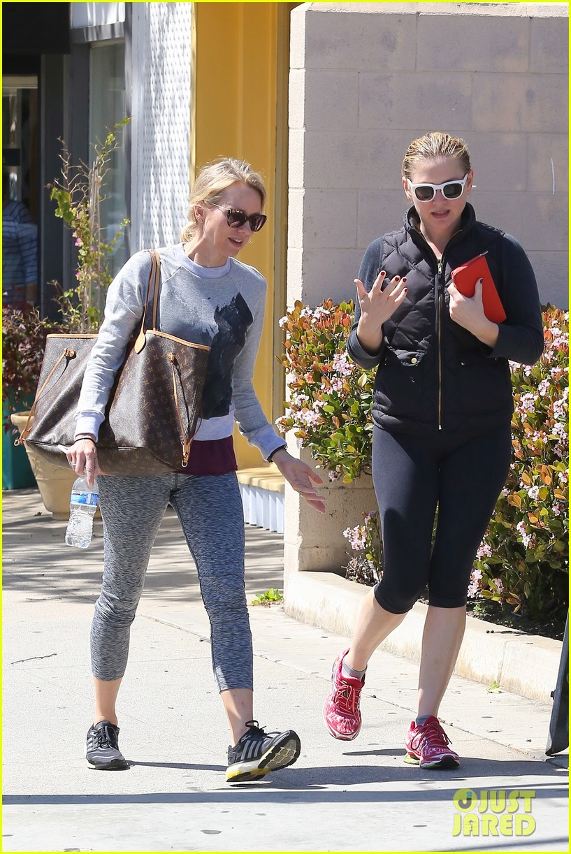 reese witherspoon naomi watts yoga partners 19