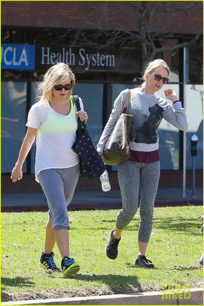 reese witherspoon naomi watts yoga partners 203079150