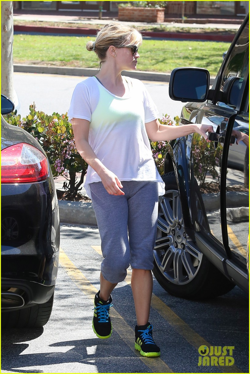 reese witherspoon naomi watts yoga partners 273079157