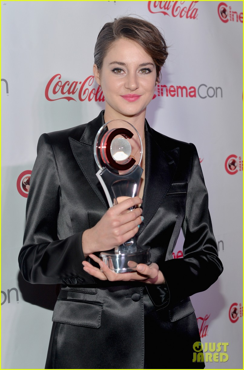 shailene woodley cinemacon female star of tomorrow 043080189