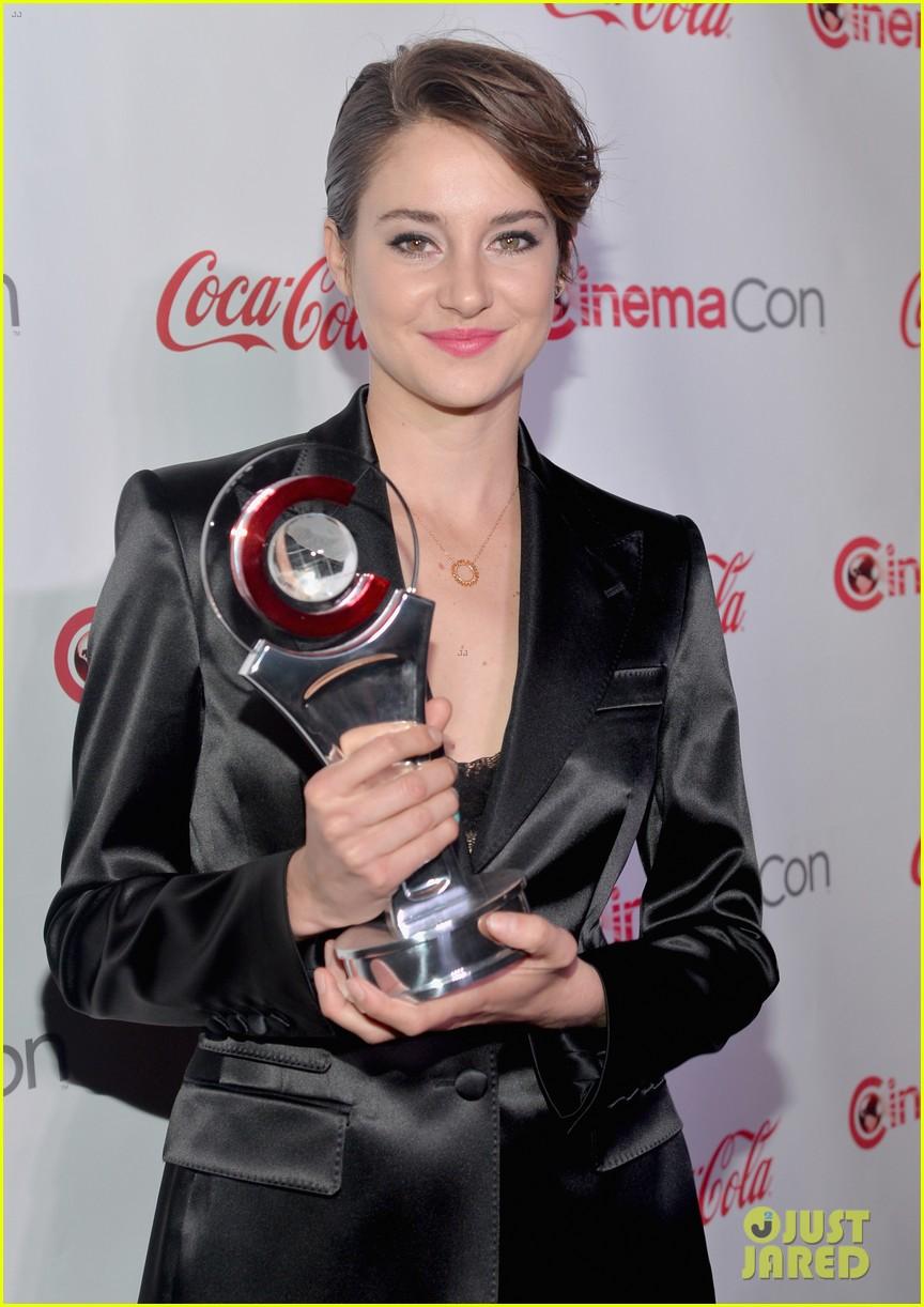 shailene woodley cinemacon female star of tomorrow 063080191