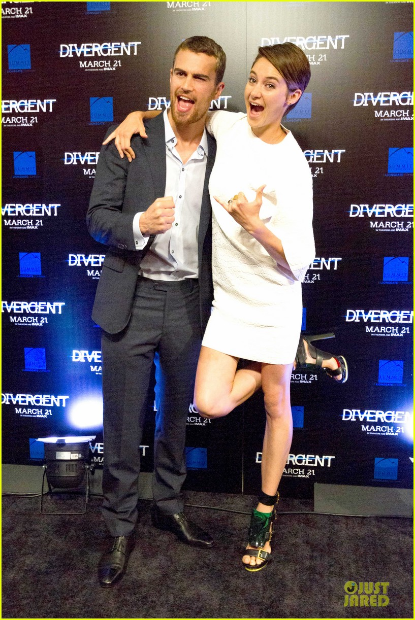 shailene woodley theo james are engrossed with divergent 053065580