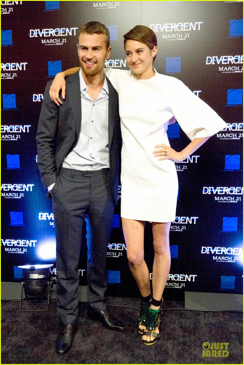 shailene woodley theo james are engrossed with divergent 073065582