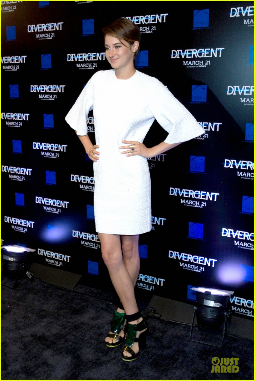 shailene woodley theo james are engrossed with divergent 083065583