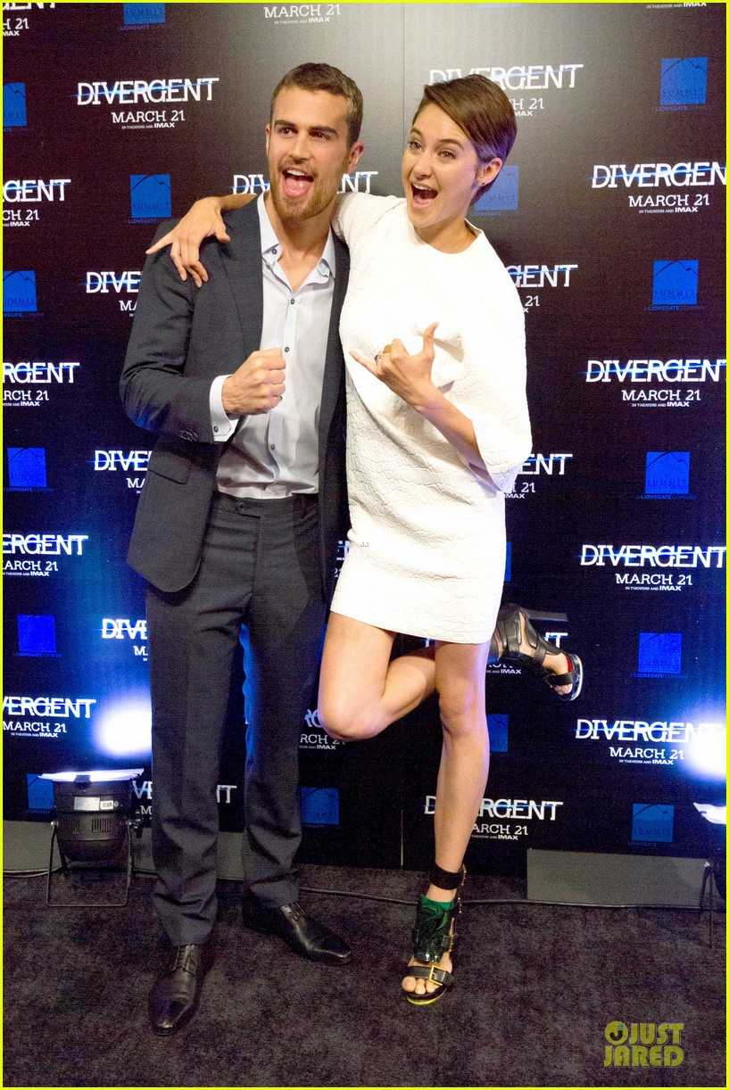 shailene woodley theo james are engrossed with divergent 103065585
