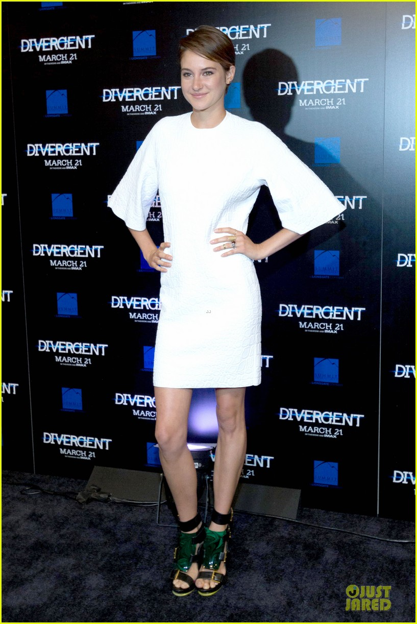 shailene woodley theo james are engrossed with divergent 123065587