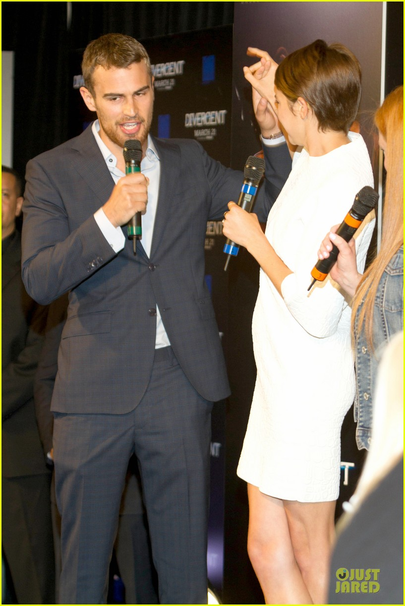 shailene woodley theo james are engrossed with divergent 143065589