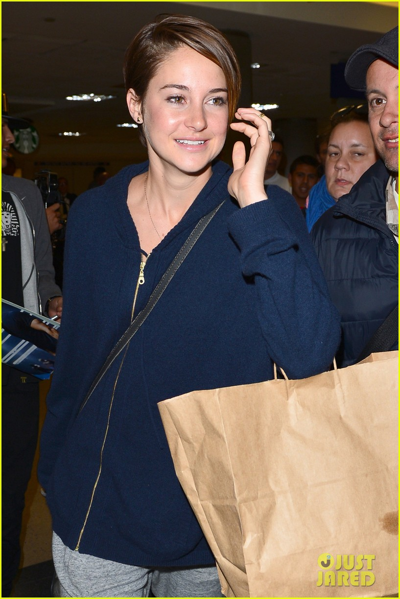 shailene woodley doesnt own a cellphone 043067814