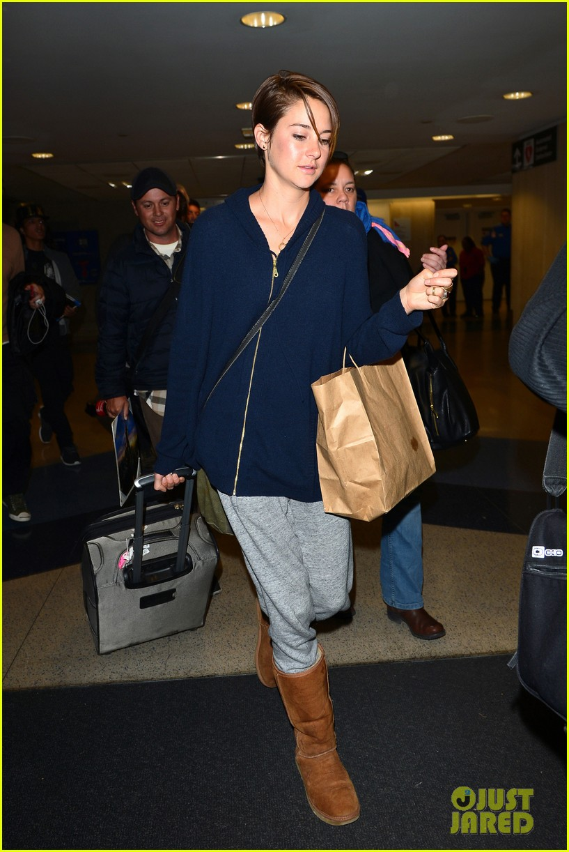 shailene woodley doesnt own a cellphone 18