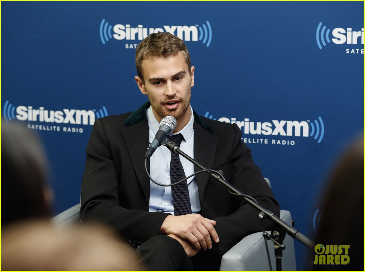 shailene woodley joins theo james for ews divergent radio special at siriusxm 023075527