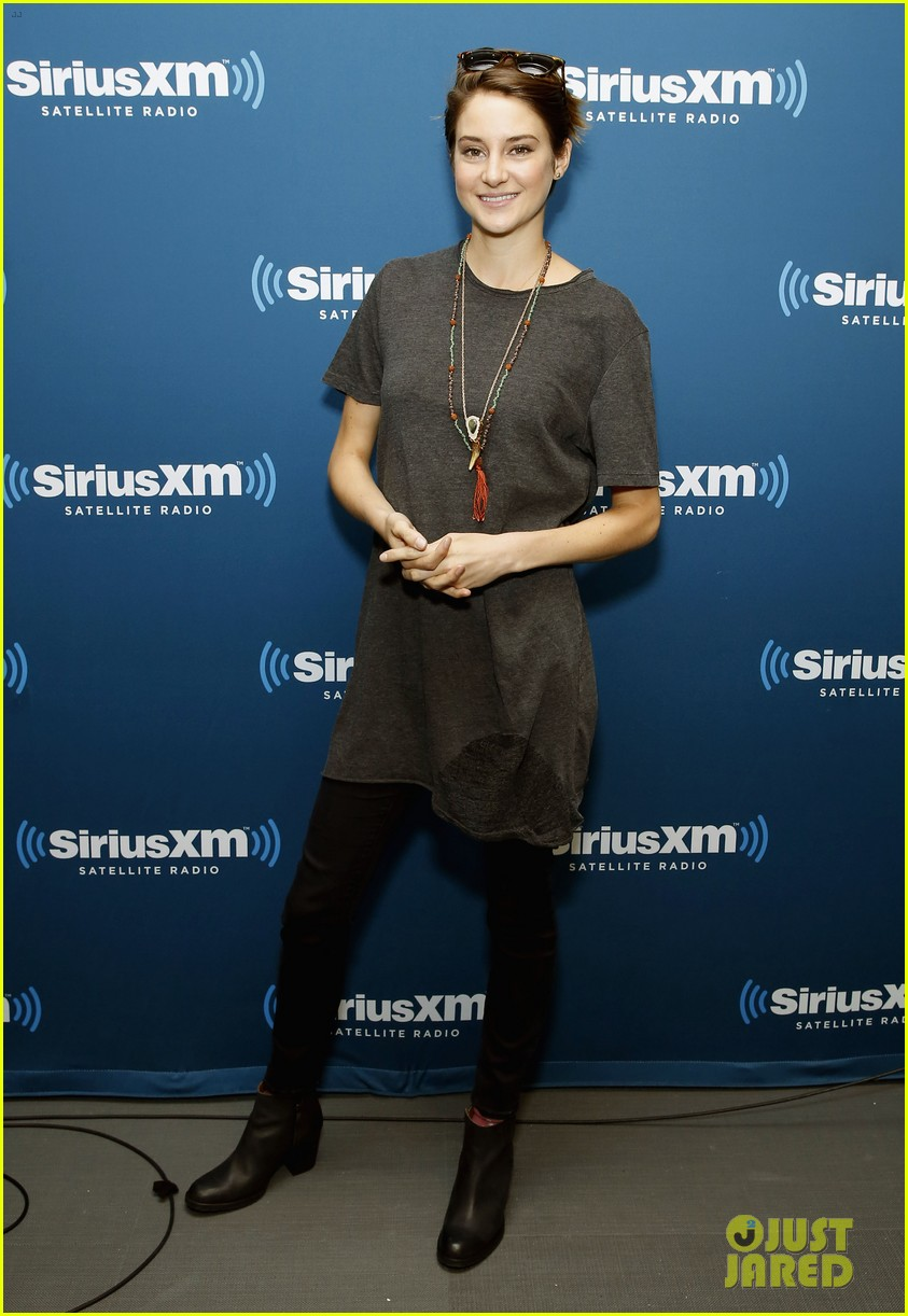 shailene woodley joins theo james for ews divergent radio special at siriusxm 033075528