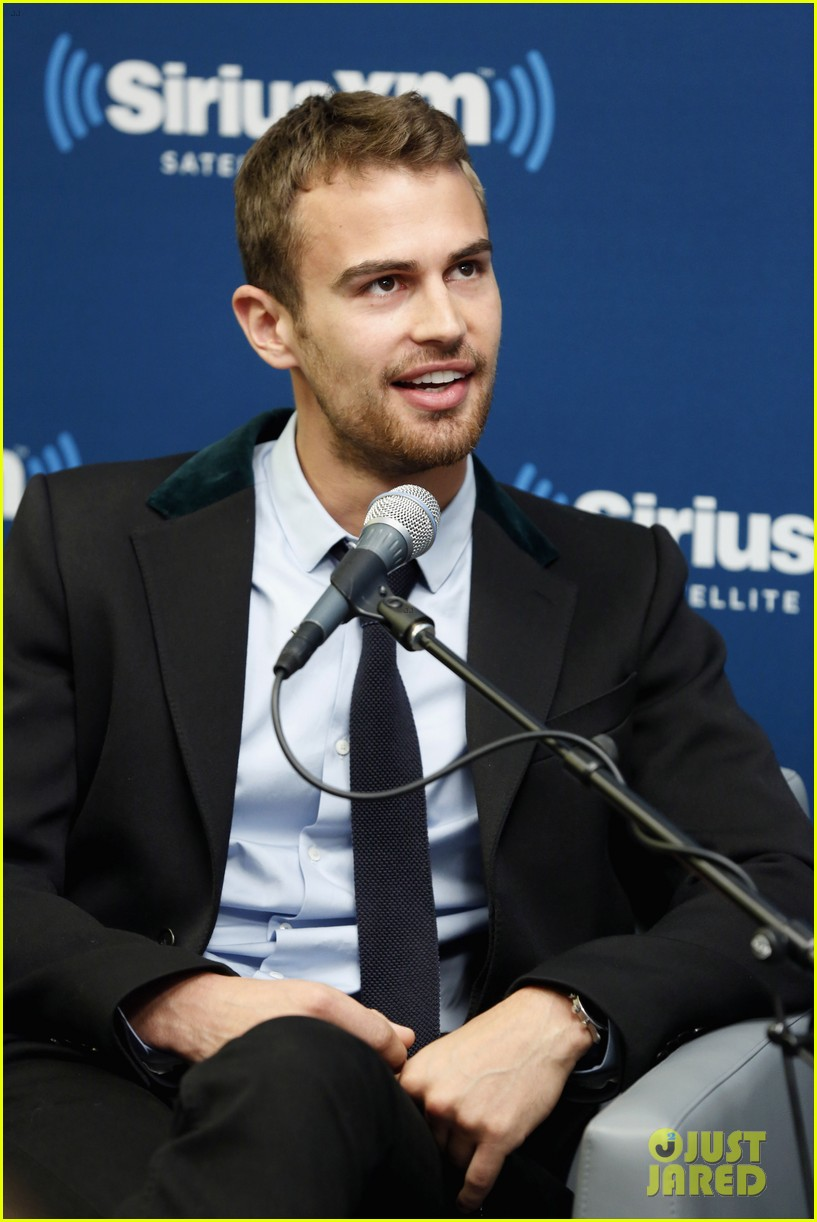 shailene woodley joins theo james for ews divergent radio special at siriusxm 043075529