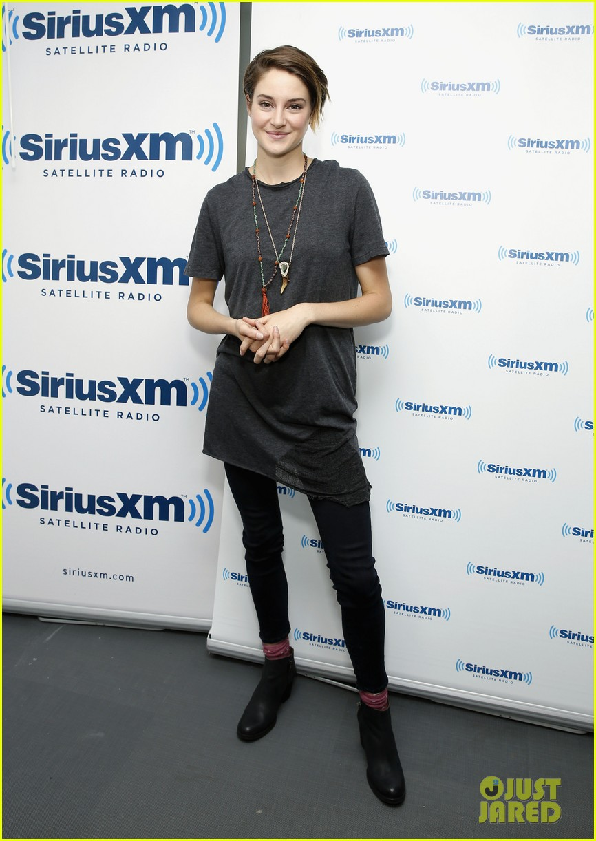 shailene woodley joins theo james for ews divergent radio special at siriusxm 063075531