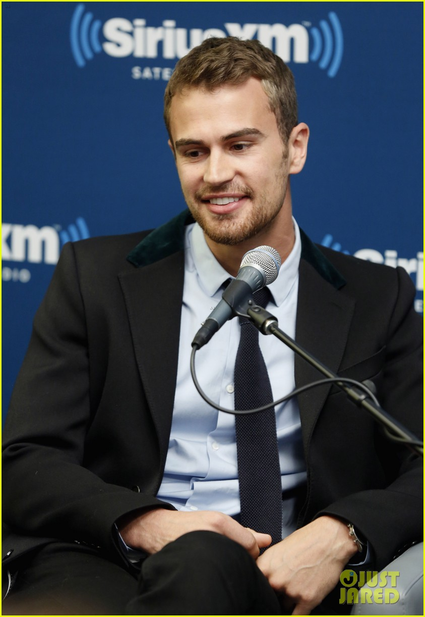 shailene woodley joins theo james for ews divergent radio special at siriusxm 103075535