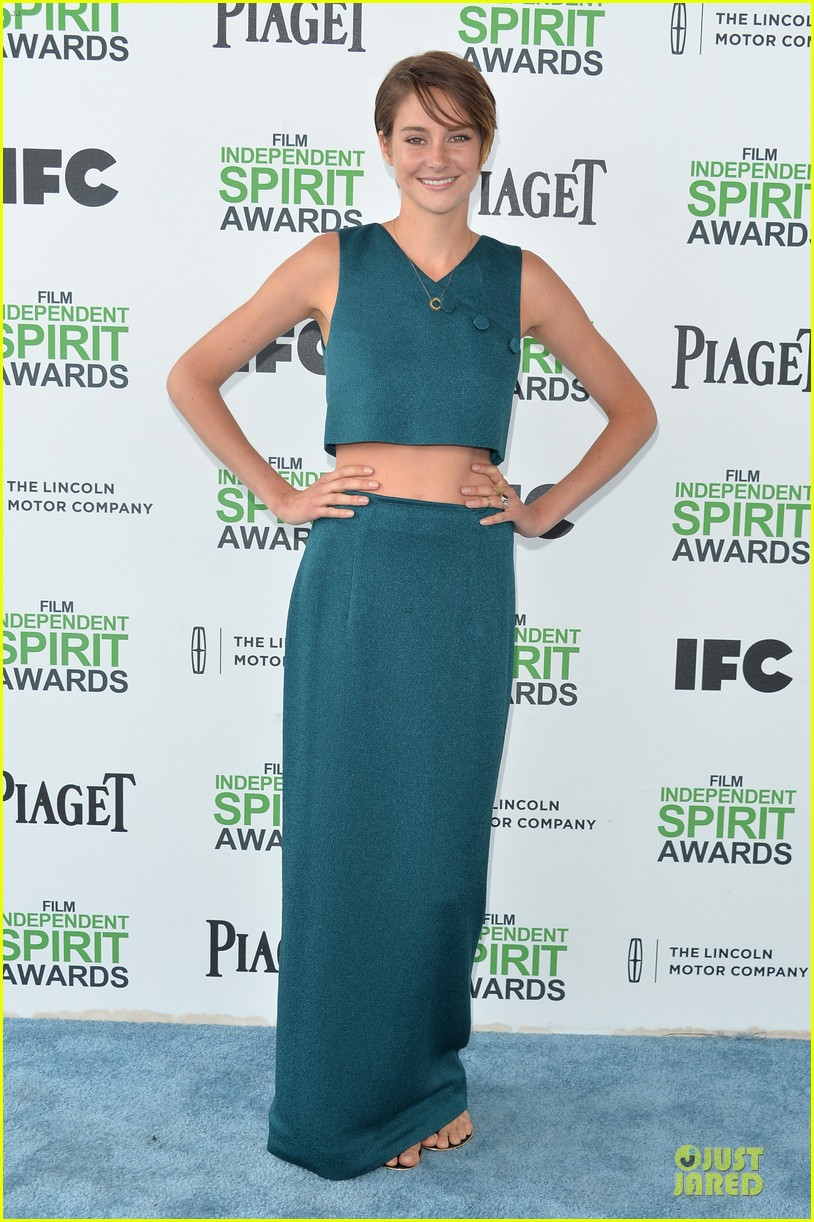 shailene woodley hangs loose with her midriff at independent spirit awards 033062882