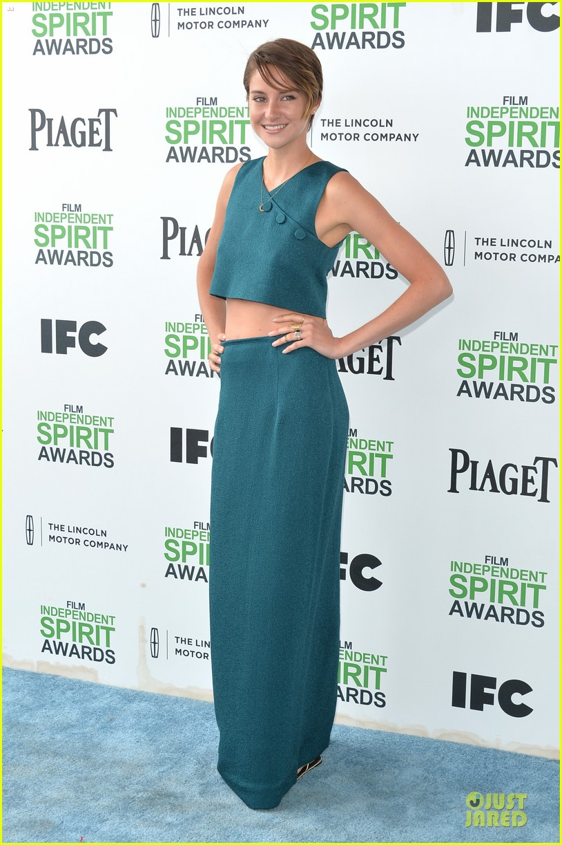 shailene woodley hangs loose with her midriff at independent spirit awards 05