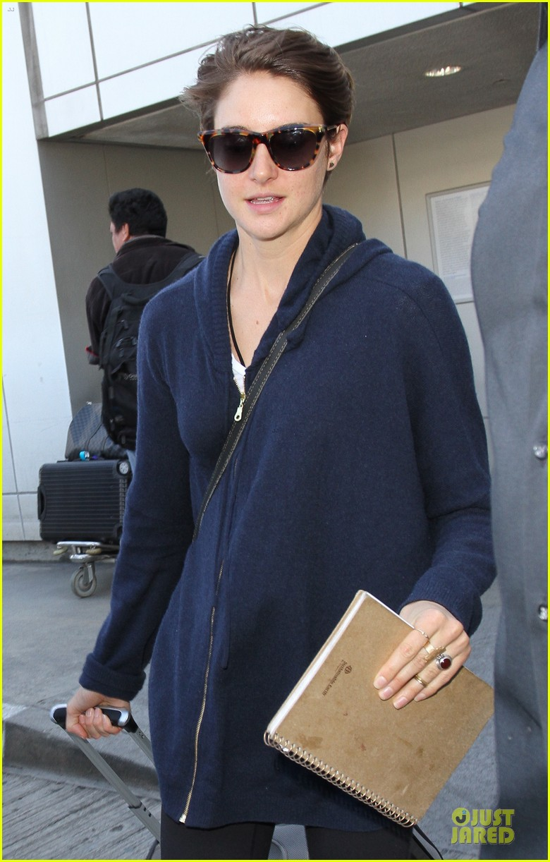 shailene woodley theo james lax airport with sunglasses 023072426