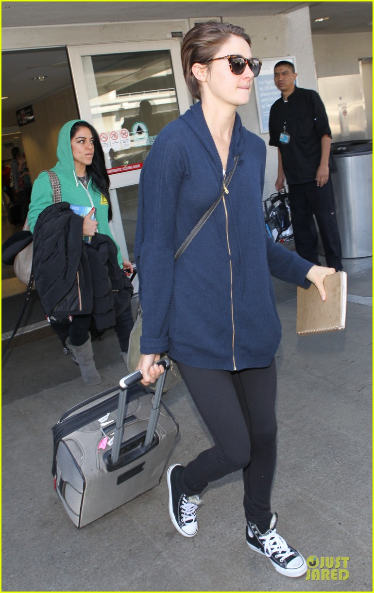 shailene woodley theo james lax airport with sunglasses 033072427