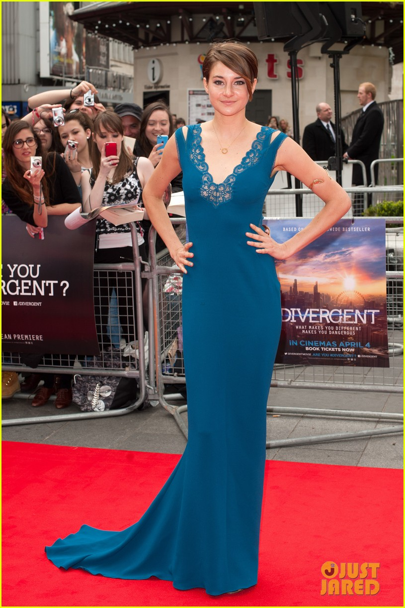 shailene woodley hugs theo james on divergent red carpet 013081738
