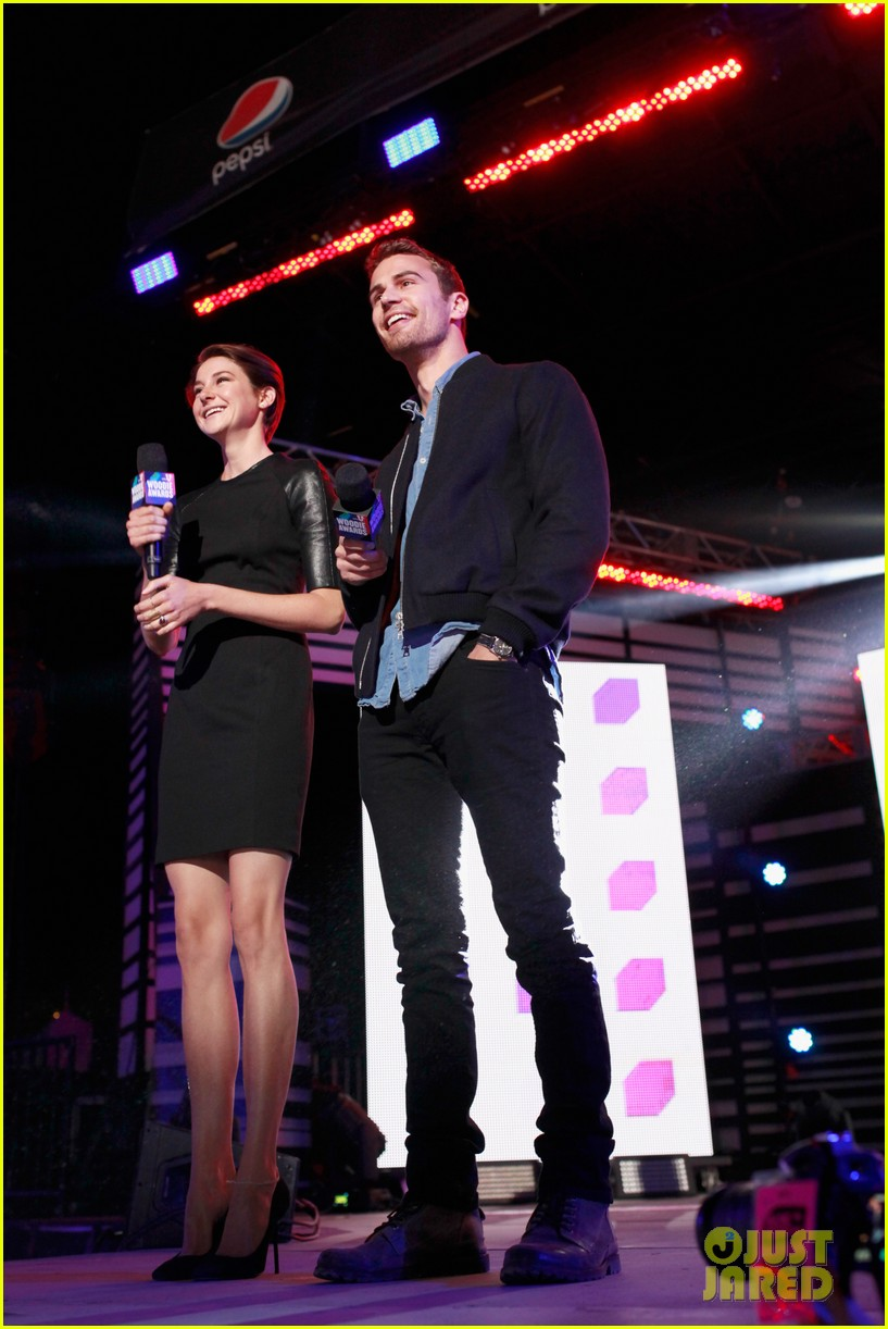 shailene woodley theo james mtvu woodie awards 02