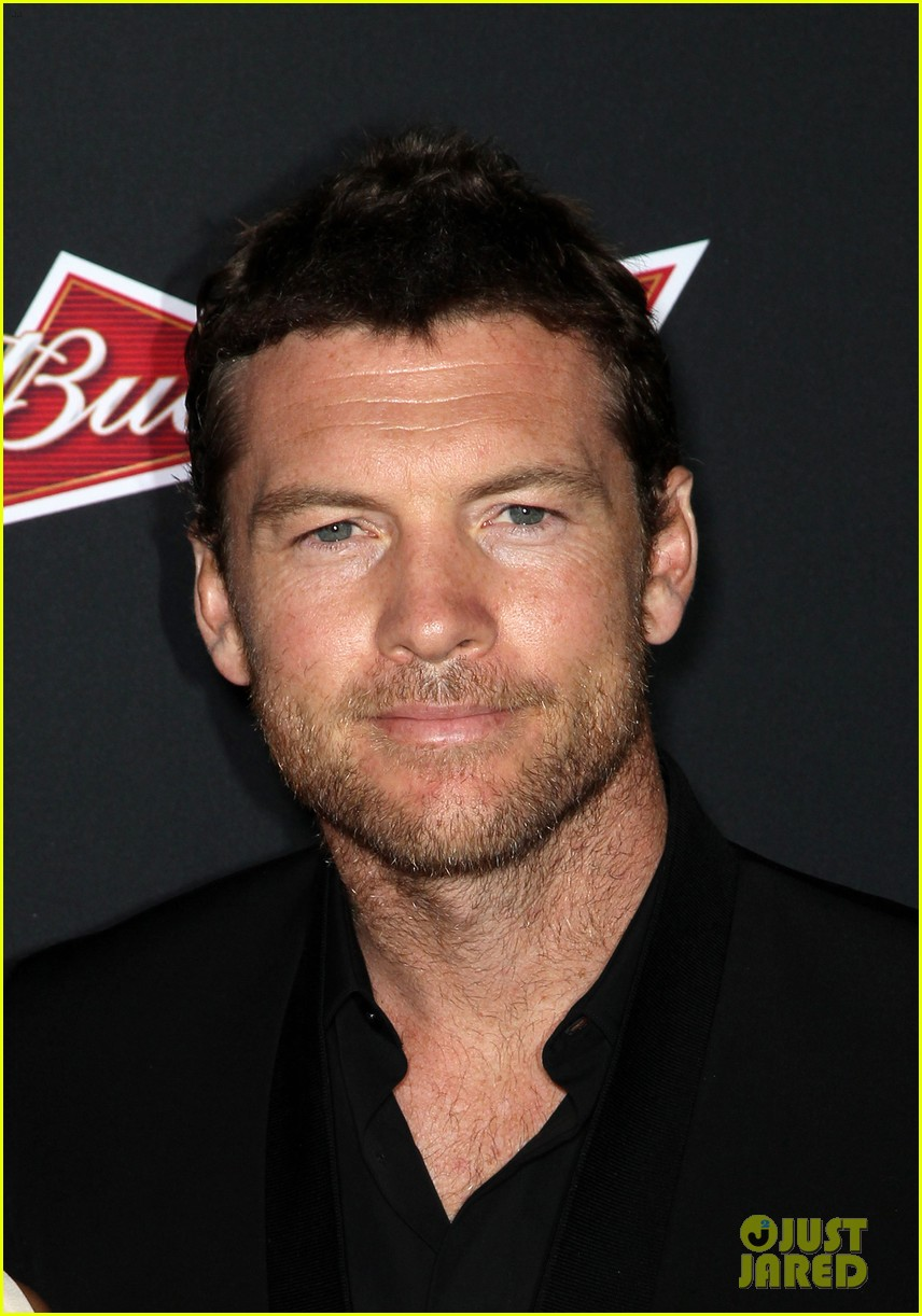 sam worthington lara bingle sabotage premiere 043075152