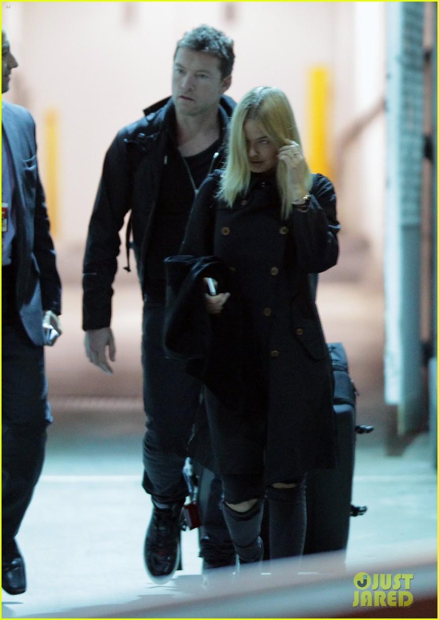 sam worthington arrives at sydney airport with lara bingle 063069230