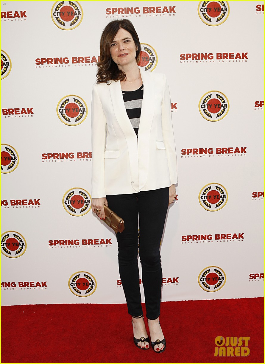 aaron paul betsy brandt reunite city year los angeles 013095604