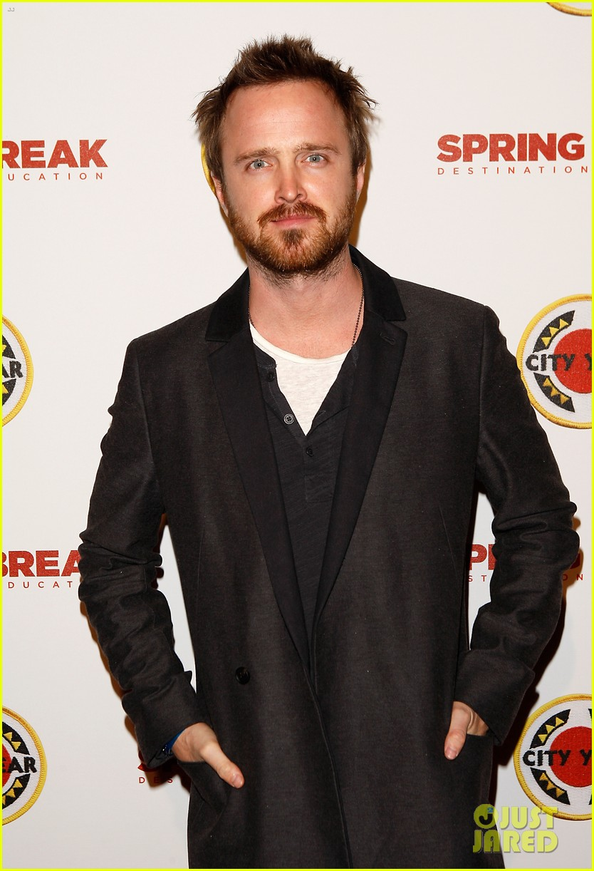 aaron paul betsy brandt reunite city year los angeles 023095605