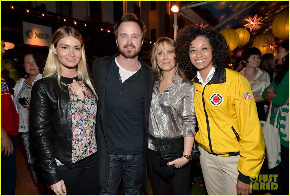 aaron paul betsy brandt reunite city year los angeles 073095610