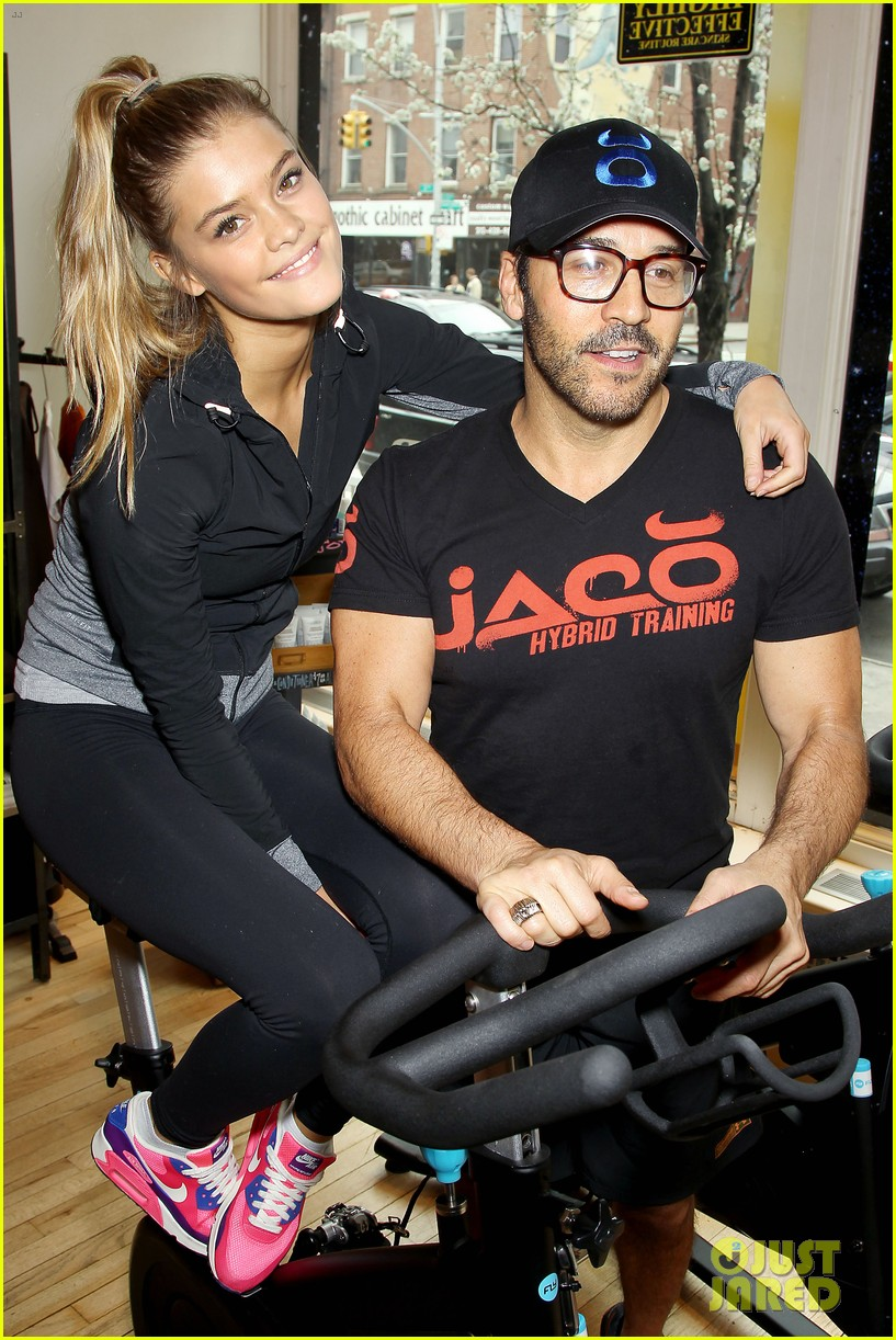 entourage jeremy piven nina agdal reunite for cycling fun 023094319