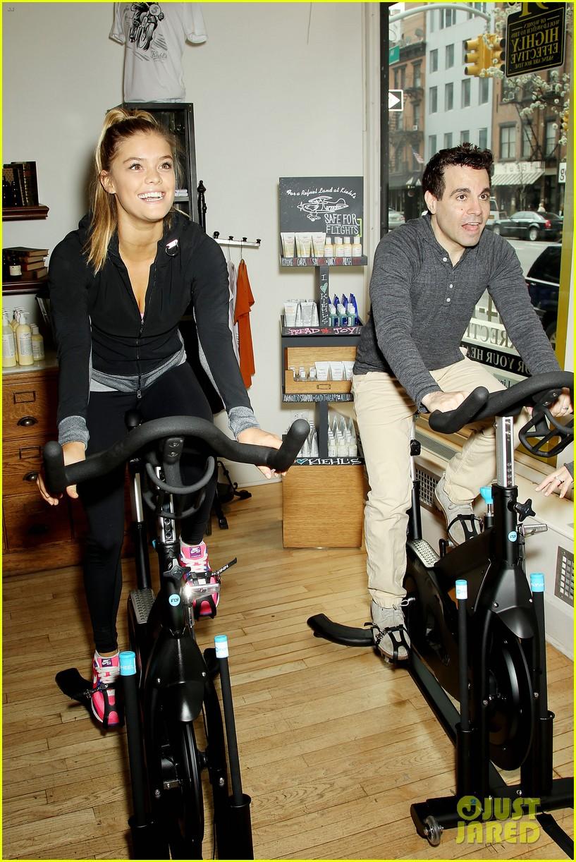 entourage jeremy piven nina agdal reunite for cycling fun 113094328