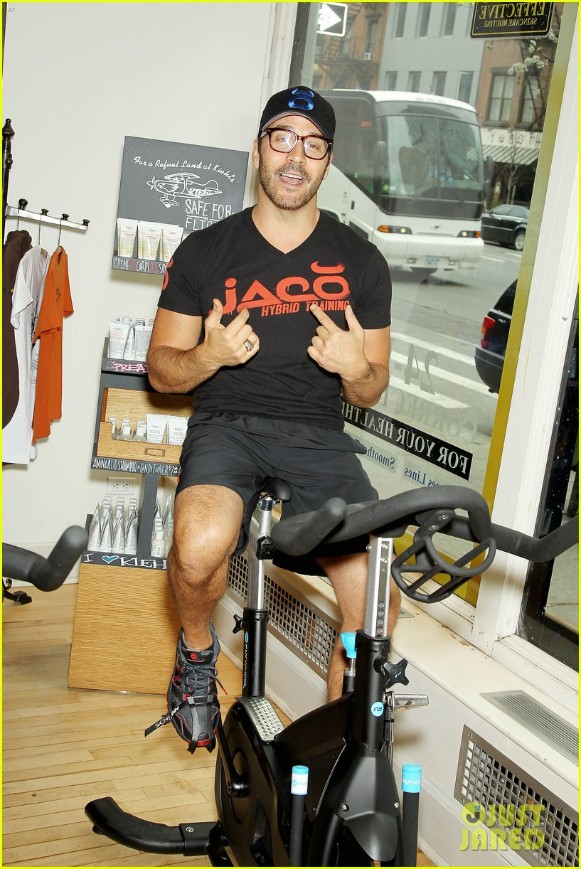 entourage jeremy piven nina agdal reunite for cycling fun 193094336