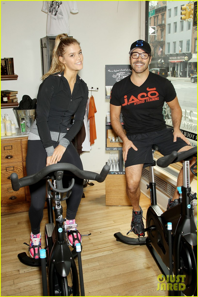 entourage jeremy piven nina agdal reunite for cycling fun 21