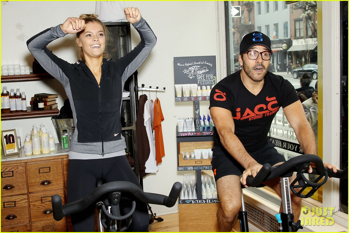 entourage jeremy piven nina agdal reunite for cycling fun 233094340