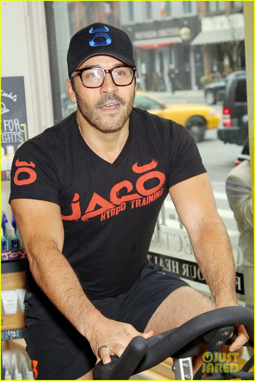 entourage jeremy piven nina agdal reunite for cycling fun 243094341