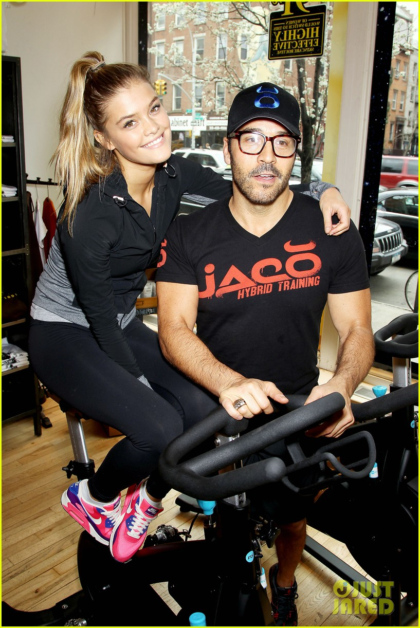 entourage jeremy piven nina agdal reunite for cycling fun 263094343