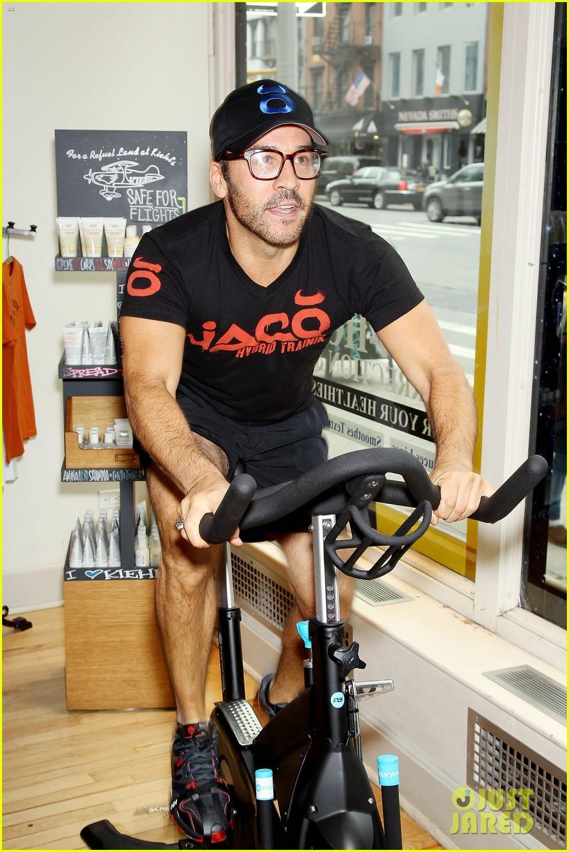 entourage jeremy piven nina agdal reunite for cycling fun 27