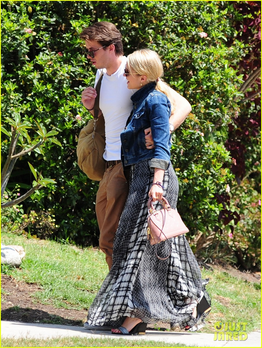 dianna agron gets cozy with thomas cocquerel at lunch 073097174